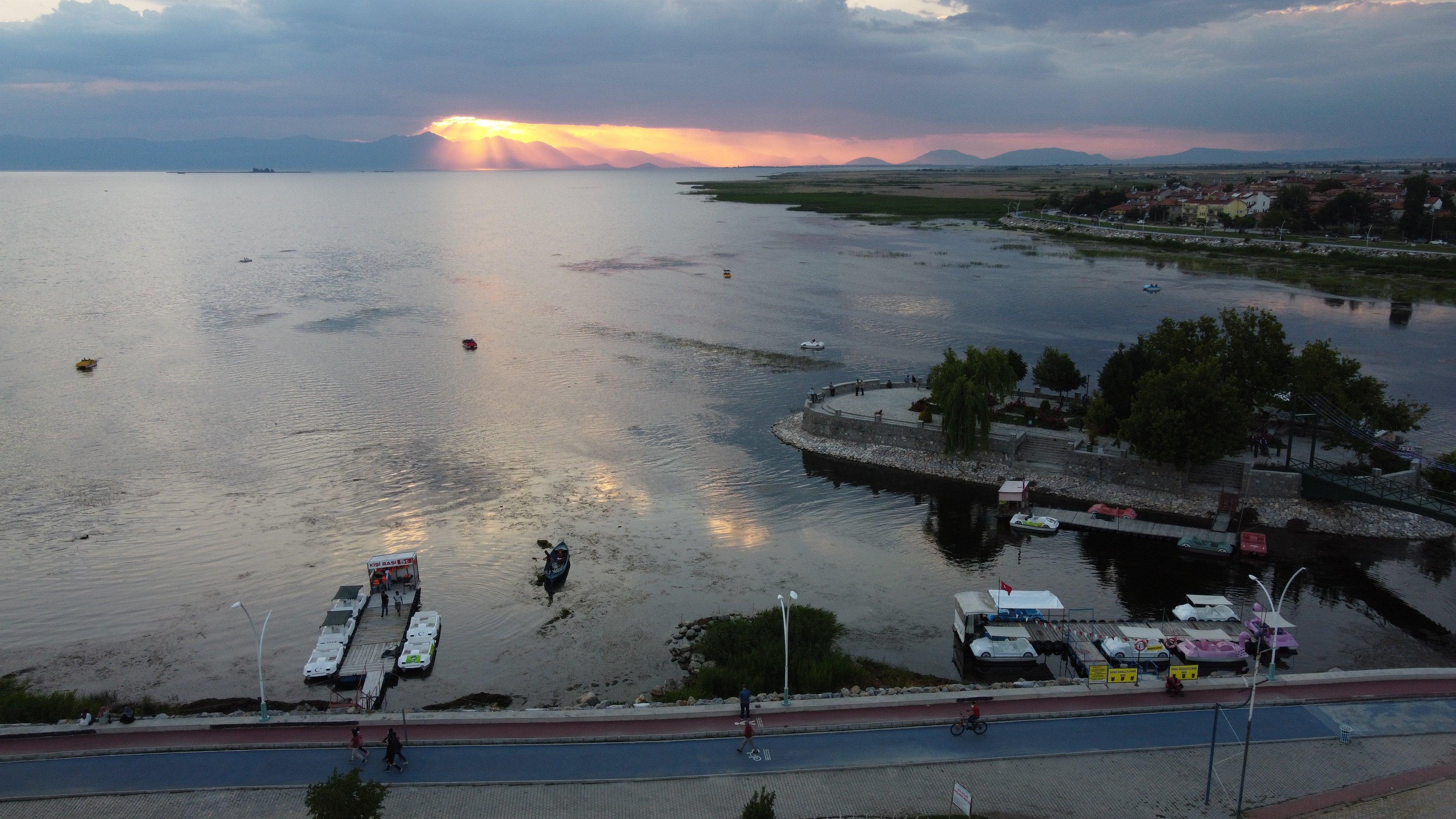 Beyşehir Gölü'nde günbatımı güzelliği